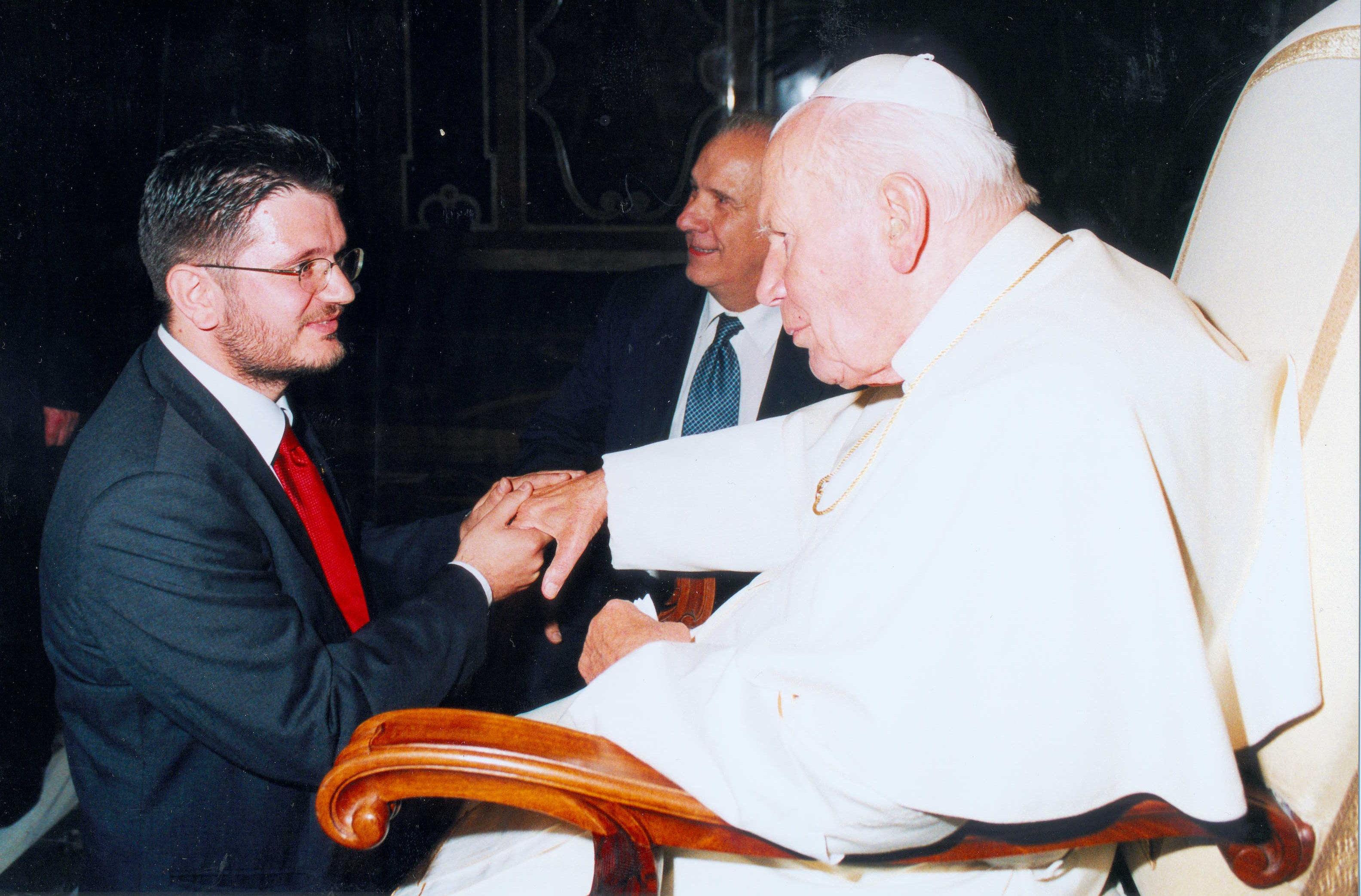 Giorgio Gibertini in ginocchio da Giovanni Paolo II